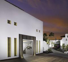H10 White Suites 1