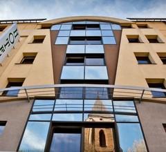 Duet Hotel 1