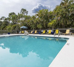 Fairfield Inn & Suites by Marriott Ft. Myers/Cape Coral 2