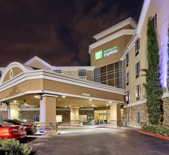 Holiday Inn Express Hotel & Suites Houston-Downtown Conv Ctr 2