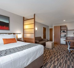 Microtel Inn & Suites by Wyndham Niagara Falls 1