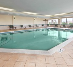 Hampton Inn & Suites Cleveland-Beachwood 2