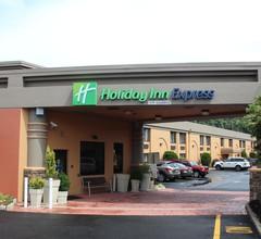 Holiday Inn Express Paramus 1