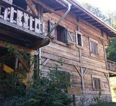 Chambres d'Hôtes Chalet De La Source 2