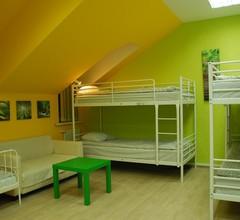Royal Hostel 905 1