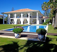Eindrucksvolle Strandvilla, 6 Schlafzimmer, einen beheizten Pool, Marbella 2
