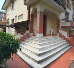 Modernes Ferienhaus in Massa mit Garten 1