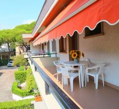 Ruhiges Ferienhaus in Massa mit Terrasse 2