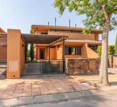 Schönes Ferienhaus in Navata, Spanien mit Gemeinschaftspool 1