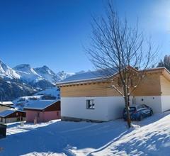 Casa Segnas/Lindt, (Segnas). 1107 Ferienhaus im Skigebiet für max. 10 Personen 1