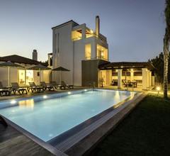 Geräumige Villa mit eigenem Pool in Gennadi 2