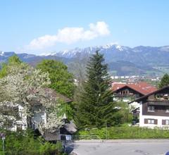 Geräumiger Boden Nahe dem Zentrum von Sonthofen mit Parkplatz- Waschmaschine- Balkon- Garten 2