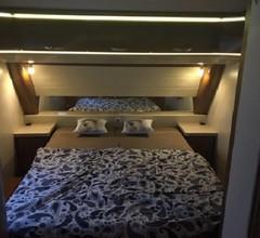 Luxus Wohnwagen 'Alpenblick' mit großem Anbau direkt am See 1