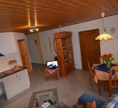 Ferienhaus Teubner (Merkendorf). Ferienwohnung 2 mit Terasse 1
