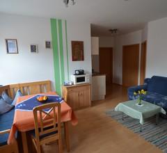 Ferienhaus Teubner (Merkendorf). Ferienwohnung 5 mit Balkon 1