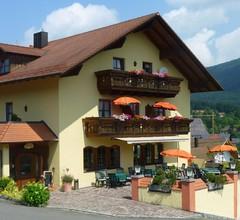 Pension/Ferienwohnungen Ludwig (Rimbach). Ferienwohnung 80qm mit Terrasse und Blick in die Natur 2