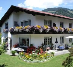 Ferienwohnungen Haus Rudolf (DE Oberwössen). Ferienwohnung, 2 Personen, 35 m², Wohnküche, Schlafzimmer, DU/WC, TV, WLAN, Balkon 1