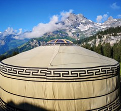 Panorama-Jurte in imposanter Bergwelt des Glarnerlands 1