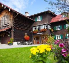 """Ferienhaus ELFERBLICK - Alexandra Kaergel Apartment """"Kanzelwand"""" - Wohn-Schlafraum DU/WC 2"""