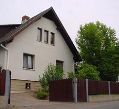 """FW """"Am Sandberg"""" (Wutha-Farnroda). FW mit Wohnzimmer (Schlafsofa), Schlafzimmer, sep. Küche und Du/WC 1"""