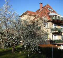 """""""Alices-Ferienwohnung"""" (Arnstadt). Ferienwohnung mit 1 Wohnz./3 Schlafz./Küche/Bad DU+WC/107 m²/6 P./2.ET 2"""