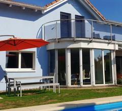 Leon's Holiday Homes Villa 1 1