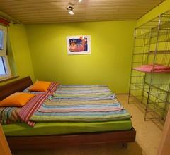 Ferienwohnungen Kätzlehaus, (Meßstetten). Obere Ferienwohnung, 35qm, Balkon, 1 Schlafzimmer, max. 4 Personen 1