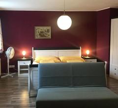 Bed and Breakfast Sonne, (Bregenz). Dreibettzimmer mit Dusche und WC 1