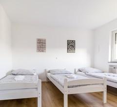 Ferienwohnung Bruchköbel, (Bruchköbel). Ferienwohnung BK03, 3 Schlafräume, Balkon, max. 6 Personen 1