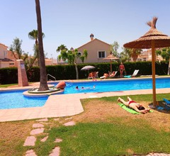 Ideales Paar, kleines Haus mit Terrasse, Grill und Bereich Pool 1