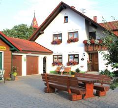 Ferienhof Brunner, (Hayingen). Glücksschwein, 95qm, Balkon, 2 Schlafzimmer, max. 5 Personen 1