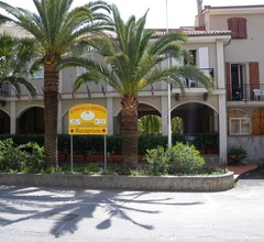 Bezauberndes Ferienhaus in San Bartolomeo al Mare mit Pool 2