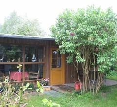 Bungalow mit Terrasse und Garten 1