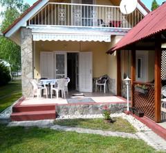 Ferienhaus mit Grillmöglichkeit und Gartenmöbeln 1