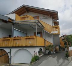 """Ferienwohnung """"Golden"""" im Kristallhof mit Balkon und neu überdachten Terrasse und eigener Gartenzone in Kaltern für 2 - 4 Persone 2"""