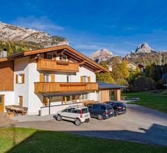 Chalet DUMBRIA mitten im Grünen für bis zu 19 Personen in den Suedtiroler Dolomiten 1