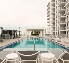 Eine tropische Oase! Genießen Sie ein Bad in unserem Pool oder trainieren Sie in unserem Fitnesscenter! 2