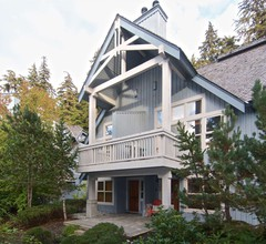 """Treeline #38 3 Bedroom Townhome- Ski Home Access- Free Village Shuttle"" 1"