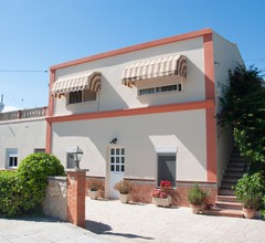 Modernes Ferienhaus in St. Jaume d'Enveja mit eigenem Pool 1
