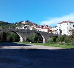 In einem mittelalterlichen toskanischen Dorf (Lunigiana) 1