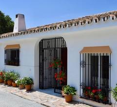 Moderne Villa in Elviria mit Swimmingpool 2