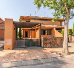 Schönes Ferienhaus in Navata, Spanien mit Gemeinschaftspool 2