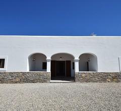 Geräumiges Ferienhaus in San Rafael mit Swimmingpool 1