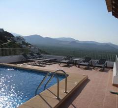 Villa mit Schwimmbecken & Spektakulärem Berg- und Meerblick 2
