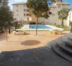 Brandneue, dreistöckige Luxusvilla mit eigenem Pool 2