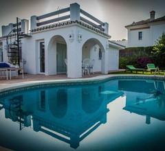 SONNENLICHTVILLA mit privatem Pool, großem Garten und 5 Minuten vom Strand entfernt 1