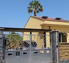 Einfamilienhaus mit Garten 1