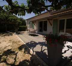 Gemütliches Ferienhaus mit Garten in Sorgues 1