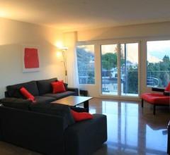 Lichtdurchflutete Ferienwohnung mit Panorama-Sicht und Schwimmbad/Sauna 1