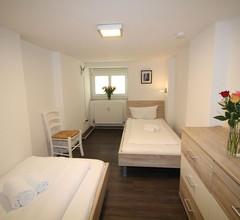 Apartment in Berlin, familienfreund, günstig, zentrale Lage, bis 8 Personen 1